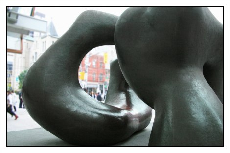 Large Two Figures - Henry Moore, 1969
